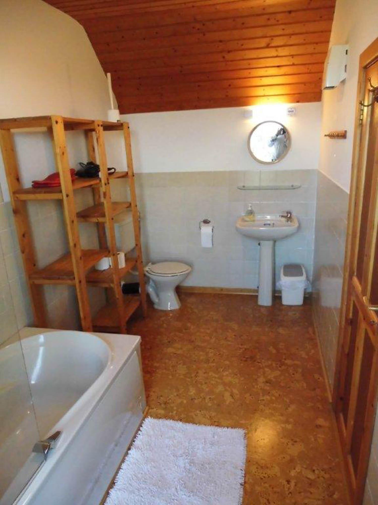 Das Badezimmer im ersten Stock des Farmhauses.