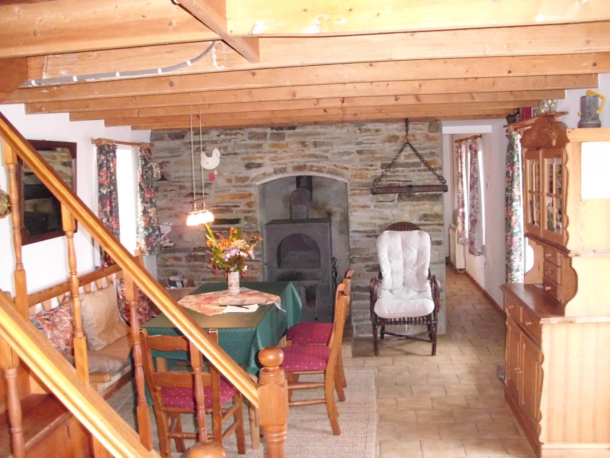 Wohnraum unten mit Dänischem Ofen